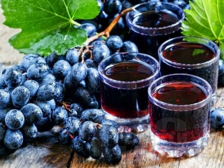 Гроздов ликьор с ракия, сок от грозде и черен чай - снимка на рецептата